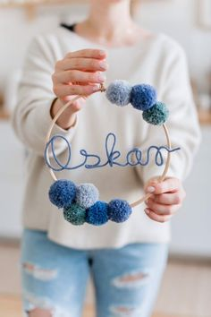 Name circle with bommeln bommel name circle – name wreath wreath with name Cerchia dei nomi con pompon Etsy Yarn Crafts, Diy And Crafts, Tech Gifts For Men, Stocking Stuffers For Girls, Small Cards, Fall Diy, Handmade Flowers, Diy Gifts, Etsy