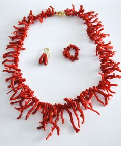 This coral necklace, earrings and ring are perfect for that summer holiday :)
