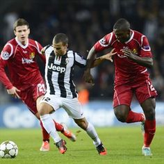 Sebastian Giovinco, Juventus & Ivan Runje, Nordsjaelland.   FC Nordsjaelland 1-1 Juventus. 23.10.12.