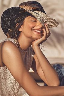New Womens Smile Photography Portraits Ideas Beach Photography Poses, Beach Poses, Happy Photography, Photography Women, Photography Magazine, Summer Photography Instagram, Beach Portraits, Photography Portraits, Photography Portfolio