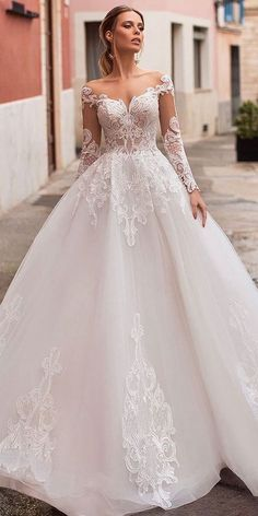 Exquisite Tulle Bateau Neckline A-line Wedding Dress With Lace Appliques - NEW! Exquisite Tulle Bateau Neckline A-line Wedding Dress With Lace Appliques - Princess Wedding Dresses, Best Wedding Dresses, Bridal Dresses, Wedding Gowns, Tulle Wedding, Wedding Venues, White Lace Wedding Dress, Amazing Wedding Dress, Ball Dresses