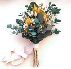 The wedding color of the season: mustard yellow peps up decoration, stationery and accessories Bouquet D'eucalyptus, Eucalyptus Bouquet, Dried Flower Bouquet, Diy Flowers, Pretty Flowers, Flower Decorations, Art Floral Japonais, Wedding Bouquets, Wedding Flowers