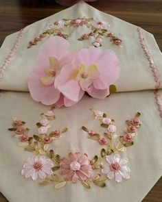 Wonderful Ribbon Embroidery Flowers by Hand Ideas. Enchanting Ribbon Embroidery Flowers by Hand Ideas. Ribbon Embroidery Tutorial, Silk Ribbon Embroidery, Hand Embroidery, Ribbon Art, Ribbon Crafts, Embroidery For Beginners, Embroidery Techniques, Types Of Embroidery, Embroidery Patterns