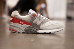 The forthcoming New Balance 999 uses both a blue and red color blocking integrated with shades of grey; placing a focus on the heel branding. Look for the New Balance 999 to release in Spring/Summer 2013.