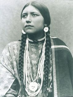 Lakota Woman Native American Photo: This Photo was uploaded by Rossacher. Find other Lakota Woman Native American pictures and photos or upload your o. Women In American History, Native American Beauty, Native American Photos, American Indians, American Lady, Early American, Georg Christoph Lichtenberg, Portraits, Native Indian