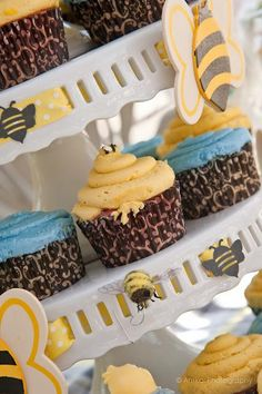Rubber Duckie & Honey Bees Baby Shower - Cupcakes with Bee Ribbon and Painted wooden Bees Bee Cupcakes, Baby Shower Cupcakes, Baby Shower Fun, Shower Cakes, Baby Shower Parties, Boy Shower, Cupcake Cakes, Shower Party, Beehive Cupcakes