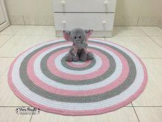 Tapete de crochê listras - Branco ,rosa e cinza - baby Luísa