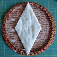 Eine Schablone aus fester Pappe herstellen; Durchmesser 16 cm.  15 Stoffkreise ausschneiden; Durchmesser 18 cm.  Ich habe mich für eine...