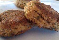 Een burger is altijd lekker. Deze is tonijnburgers zijn simpel om te maken, low budget en lekker op een broodje voor een snelle hap of salade en aardappels.