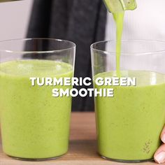 Make this vegan and no sugar added Turmeric Green Smoothie recipe to start the day on the right foot. Packed with spinach, pineapples turmeric & flaxseeds. Green smoothies for all day energy Healthy Juice Recipes, Fruit Smoothie Recipes, Healthy Juices, Smoothie Drinks, Healthy Drinks, Green Juice Recipes, Juicer Recipes, Strawberry Smoothie, Drink Recipes