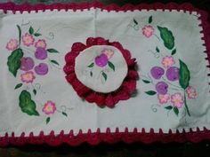 individual, cubre bandeja con una capucha para jarra, con guindas pintadas