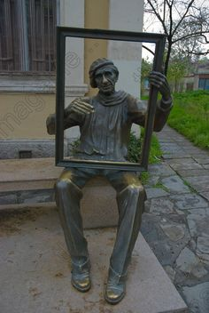 Statue of an artist in Old Town Plovdiv, Bulgaria - photo by Peter Forsberg, via theimagefile