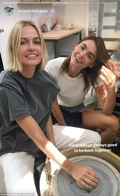 The Australian models have enjoyed a friendship for years. And on Thursday, Lara Worthington (nee Bingle) and Bambi Northwood-Blyth caught up for a creative class together in California. Lara Worthington, Australian Models, Rocker Chic, Love Her Style, Hairspray, Hair Inspiration, Celebrity Style, Short Hair Styles, Hair Makeup