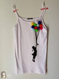 Wanna do this with buttons - Clever Shirts - Ideas of Clever Shirts - Wanna do this with buttons T Shirt Painting, Fabric Painting, Fabric Art, Tshirt Painting Ideas, Diy Clothing, Sewing Clothes, Paint Shirts, Painted Clothes, T Shirt Diy