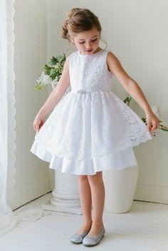 tenue de mariage enfant Beau cortege avec partie en dentelle blanche superposee et ceinture fine