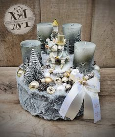 Christmas Arrangements, Christmas Centerpieces, Xmas Decorations, Christmas Mantels, Christmas Home, Christmas Wreaths, Christmas Ornaments, Christmas Projects, Christmas Crafts