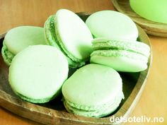 Perfekt kombinasjon av søtt og syrlig! Dette er franske makroner farget grønne og fylt med lime-marmelade. Love it!