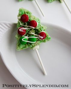 Christmas Tree Rice Krispie Treat Pops | Positively Splendid {Crafts, Sewing, Recipes and Home Decor}
