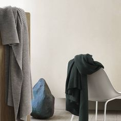 This wondrously soft, sustainbly sourced, wool throw also reflects the eco-consciousness of Copenhagen design studio Aiayu. #AplusR #Moderndesign #Interiordesign #moderndecor #modernthrow #throwblanket #muuto #modernblanket #livingroomideas #woolthrow