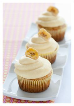 Paleo cupcakes with coconut flour recipe are really good because of the snickerdoodle flavoring and cinnamon and coconut palm sugar topping. Vanilla Frosting For Cupcakes, Paleo Cupcakes, Cream Cheese Cupcakes, Cupcake Recipes, Cupcake Cakes, Coconut Cupcakes, Lemon Cupcakes, Mocha Cupcakes, Delicious Cupcakes