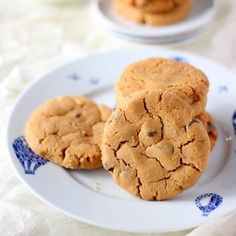 Easy to make 6 ingredient flourless peanut butter cookies, a good way to use up those giant bottles of peanut butter from wholesale stores.