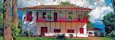 Un casa en Colombia es muy bonita, interesante, y  tiene muchos colores.