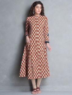 Love the colors and pattern Kurti Neck Designs, Kurta Designs Women, Blouse Designs, Kalamkari Designs, Salwar Designs, Kurti Patterns, Dress Patterns, Indian Attire, Indian Wear