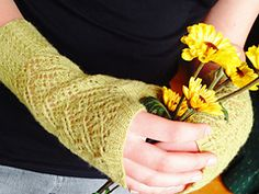 Ravelry: Swan Maiden Mitts pattern by Holly Terrell free