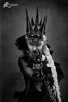 Fantastique couronne noire en cuir reine par Aetherwerk - Un Sinnlightarts Fotografie