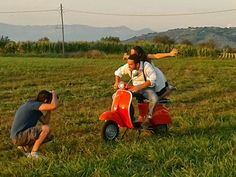Backstage Vespa Shooting  by Blog di El #vespa engagement