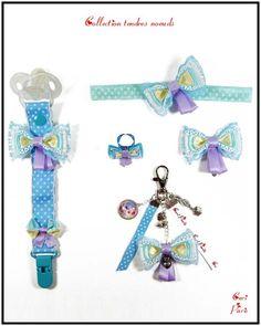 """Accessoires bébé et femme CORI PARIS, collection """"Tendres noeuds"""" bleus. Attache tétine, bandeau bébé, barrettes fille, bijou de sac et bague avec de jolis noeuds bleus."""