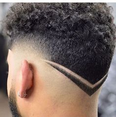 V Shaped Haircut Men The V Shaped Haircut Mens Hairstyles Haircuts 2017 Undercut Hairstyles, Hairstyles Haircuts, Haircuts For Men, Trendy Hairstyles, Men Undercut, Hair And Beard Styles, Curly Hair Styles, Natural Hair Styles, V Shaped Haircut