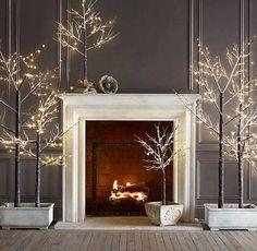 Very nice modern idea for Christmas... Free E-book http://pinterestperfection.gr8.com/