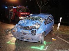 Unfallinsassen drehen Fahrzeug wieder um und flüchten http://www.feuerwehrleben.de/unfallinsassen-drehen-fahrzeug-wieder-um-und-fluechten/ #feuerwehr #firefighter