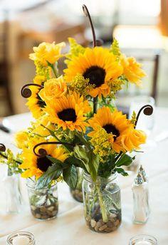 35 Decorațiuni de nuntă cu floarea soarelui | http://nuntaingradina.ro/35-decoratiuni-de-nunta-cu-floarea-soarelui/
