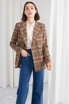 Classic blazer with a boxy fit, two rows of front buttons and two front pockets. Three button cuffs Length of blazer (size Model wears: EU UK US 6 / Small Blazer Outfits Casual, Blazer Fashion, Fall Outfits, Simple Outfits, Jean Outfits, Dress Outfits, Sweaters And Jeans, Sweater Coats, Sweater Jacket