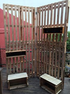 Confira o passo a passo do stand de pallets feito pro bazar da loja do blog.