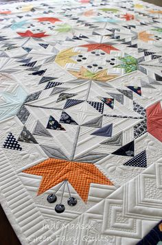 Love the flying geese and maple leaf…or is it a flower? Quilting is gorgeous as well. Coastal Lily by Green Fairy Quilts - amazing Machine Quilting Patterns, Longarm Quilting, Free Motion Quilting, Quilting Projects, Quilt Patterns, Quilting Ideas, Modern Quilting, Quilt Stitching, Quilt Making