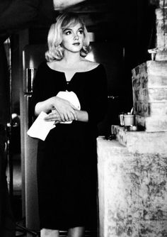 Marilyn Monroe on the set of The Misfits, 1960 © Henri Cartier-Bresson. Hollywood Glamour, Classic Hollywood, Old Hollywood, Hollywood Actresses, The Misfits, Inge Morath, Viejo Hollywood, Bild Tattoos, Photo Vintage