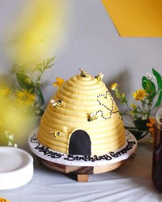 Beehive Cake from a Queen Bee Birthday Party on Kara's Party Ideas Bee Birthday Cake, Bumble Bee Birthday, Girl First Birthday, Baby Birthday, Birthday Bash, Birthday Party Themes, Birthday Ideas, Birthday Wishes, Bee Hive Cake