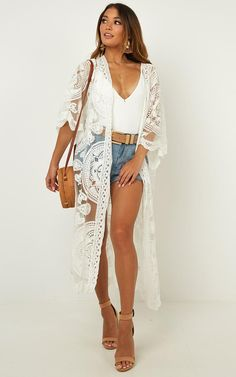 Off The Grid Kimono In White Produced This Classic Kimono Is So Stylish And Perfect For The Daily Grind Featuring Lace Detailing It Will Add A Touch Of Sophistication And Class To Every Outfit Made With 65 Cotton 35 Polyester Amp Love No Lining Care Lace Kimono Outfit, Look Kimono, Kimono Fashion, Boho Fashion, Fashion Trends, White Lace Kimono, Kimono Style, Womens Fashion, Kimono Top
