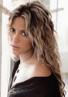 I would love Shakira-esque hurr . I would love Shakira-esque hurr Christina Aguilera, Christina Hendricks, Shakira Hair, Shakira Style, Lorde Hair, Shakira Mebarak, Celebs, Celebrities, Wavy Hair