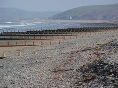 Borth - Borth Beach © Colette Bettis