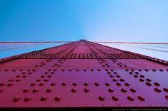Au pied d'un pillier du Golden Gate - San Francisco, Californie, USA