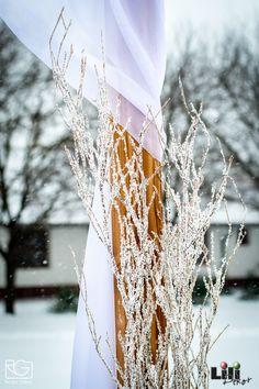 Ha esetleg nem lenne minden eléggé havas...egy ki műhó spré segíthet... Winter, Wedding, Winter Time, Valentines Day Weddings, Weddings, Marriage, Winter Fashion, Chartreuse Wedding