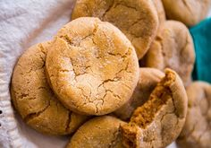 Soft biscuits with brown sugar - DIY Christmas Cookies Desserts With Biscuits, Cookie Desserts, Cookie Recipes, Snack Recipes, Cooking Cookies, Ginger Bread Cookies Recipe, Ginger Snap Cookies, Molasses Cookies, Soft Gingerbread Cookie Recipe