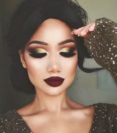 We rounded up the 10 most popular holiday makeup looks on Pinterest. Click for major beauty inspiration!