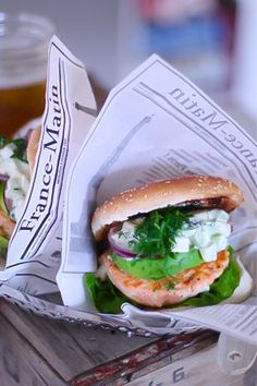 Laks burgere med fetaost, tzatziki og Dill / Middag Tips ~ Oppskrift   Leila Lindholm (leila.se)