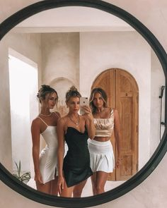 Image about girl in mirror selfie 📱😍 by ParadiseWorld Cute Friend Pictures, Best Friend Pictures, Friend Pics, Family Pictures, Mode Outfits, Trendy Outfits, Night Outfits, Shooting Photo Amis, Shotting Photo