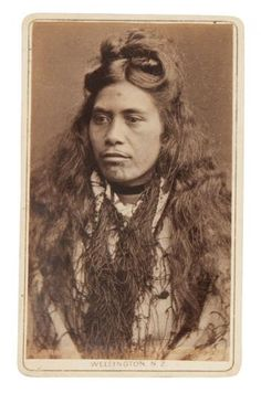 Portrait of a Maori woman Polynesian People, Maori People, Maori Art, Face Tattoos, Strike A Pose, Picture Tattoos, Old Photos, New Zealand, Culture